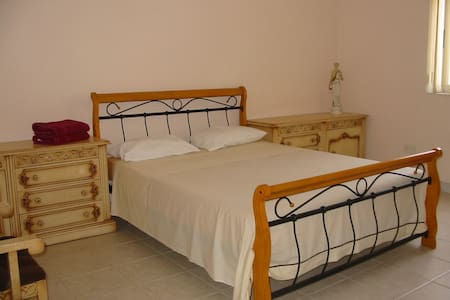 ATTARD:FURNISHED ROOM - DOUBLE BED  - Casa