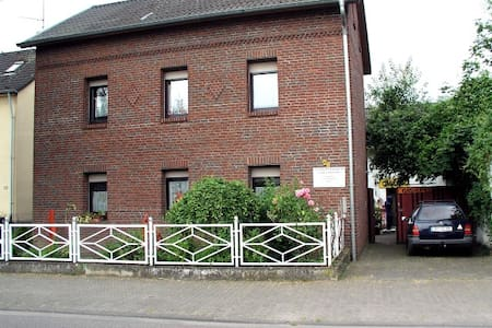 Home + Atelier - Brühl - Hus