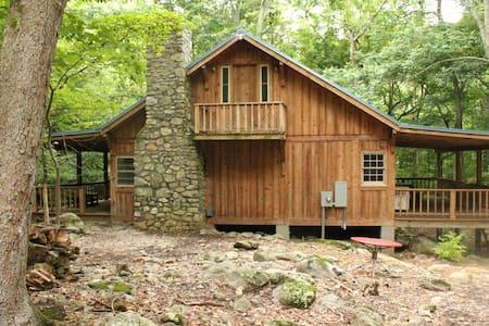 Escape to Campbell's Creek in VA - Blockhütte