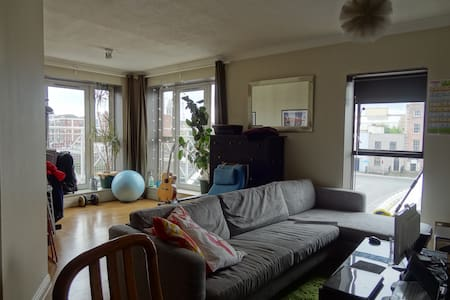 DELUXE COUCH SURFING (updated 2016) - Dublin - Apartment