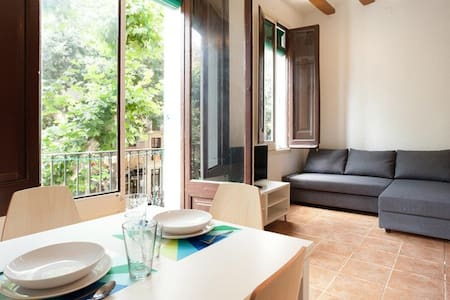 Next to the characteristic market of Sant Antoni, sunny Loft  of traditional Catalan design with high ceilings and wooden beams in the heart of Barcelona.