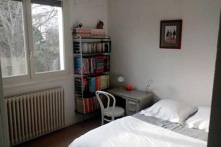 Chambre vue jardin, BD/bureau - Adosado