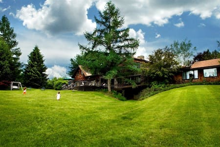 Sprawling Rustic Country Estate - Rumah