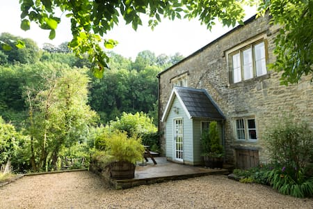 2 bed Cottage in Idyllic Cotswolds - Otros