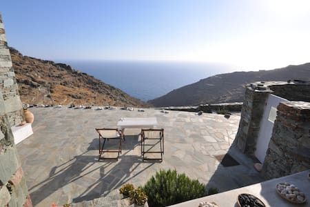 3 bedroom stylish Folegandros  house with views - Villa