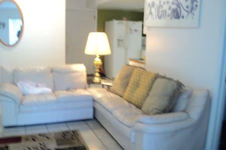 Victoria's Garden. Cozy 2 Bedroom. - Lakás