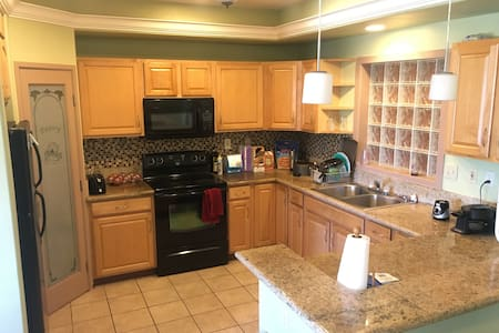 Room B in House, Central near airport - Kahului - House