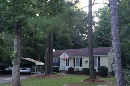 Private room with a fenced in back yard for pups! - Knightdale - House