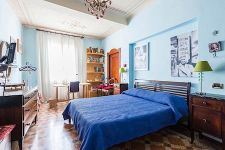 A double-room in the nicest street - Maison