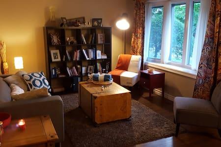 Cozy and Quiet Bedroom Convenient Location - Waterloo