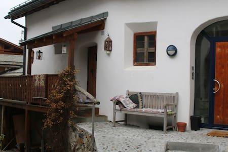 650-jähriges Engadinerhaus - Silvaplana - Huis