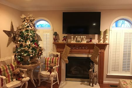Spend the holidays here!!! Private! - Easton - Haus
