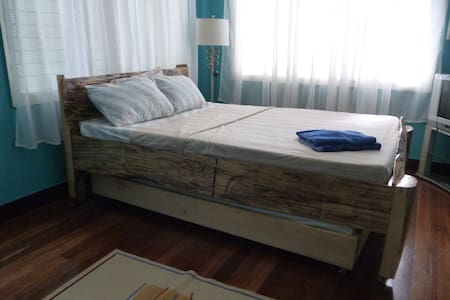 Home Away 1 Bed & Breakfast - Iloilo City - House