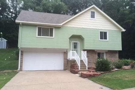 Cozy bedroom in quiet Plattsmouth. - Plattsmouth - Casa