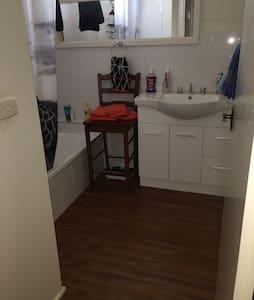 Entire bedroom in Ferntree Gully - Ferntree Gully - House