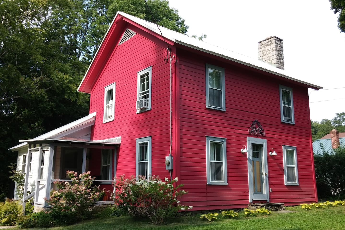 Charming Red Cottage, please come in...