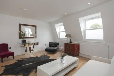 Central luxury studio flat (32m2)