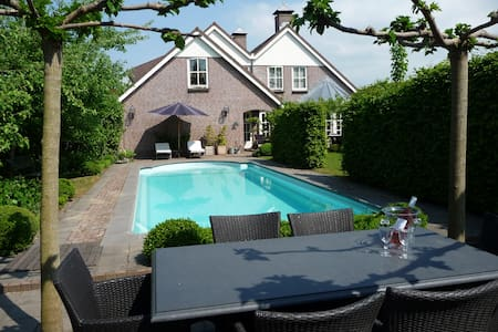 B&B in villa with own swimming pool - Zuid-Scharwoude