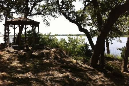 Lakehouse on Amon Carter Lake - Cabane