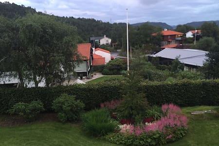 Solfylt hus med fantastisk utsikt - Bergen - House
