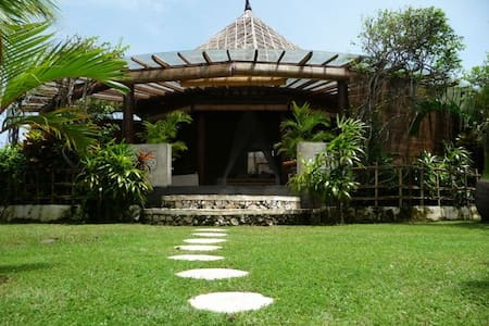 Cliff front ocean view bungalows  - South Kuta - Bed & Breakfast