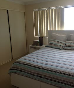 Room In Beautiful North Lakes - Dom