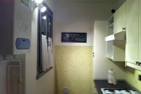 Affitto stanza con bagno - Ranzo - Villa