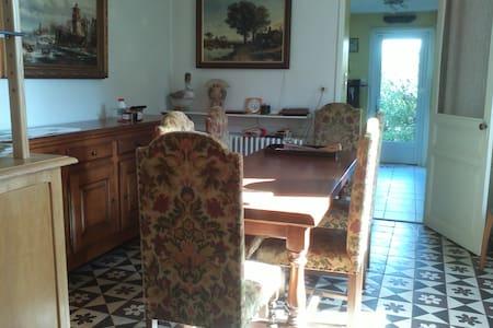 Au repos ligérien: chambres d'hôtes - House