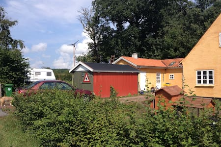 caravan in the countryside - Karavan/RV