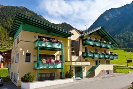 Gemütliche 2-Zimmer-WG im Tirolstil - Lakás