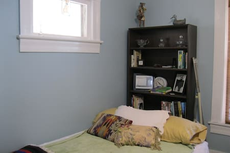 Room, Univ. Circle/Little Italy - Cleveland - Hus