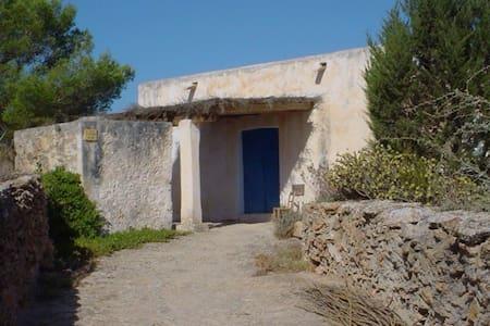 Casa antigua en entorno tranquilo - Formentera