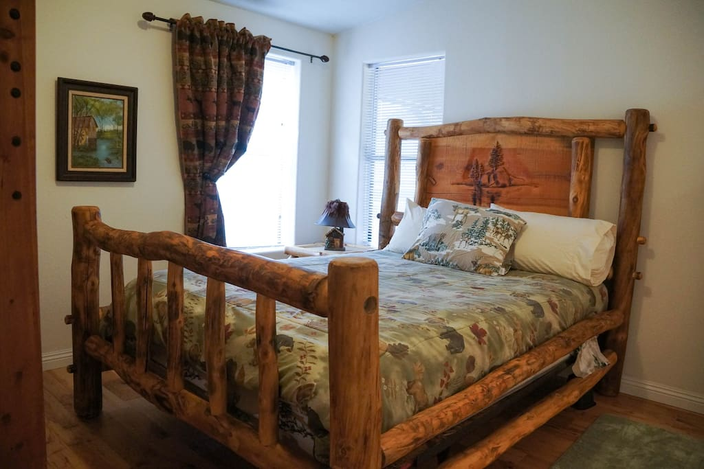 Queen bed , aslo bunk bed in this room, perfect for 4 people with separate bathroom entrance