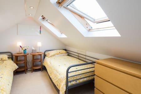Bijou Twin room near Cambridge - Impington Cambridge - Bed & Breakfast