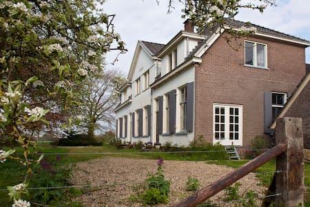 Appartement in boerderij uit 1791 - Brummen - Leilighet