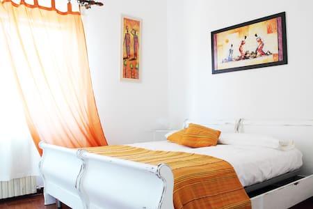 Bright orange room Pula centre