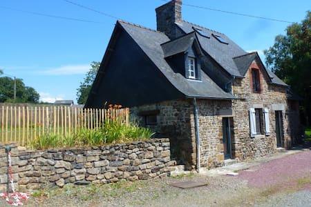 Gîte 3 étoiles sud Cotentin- proche mer. - House