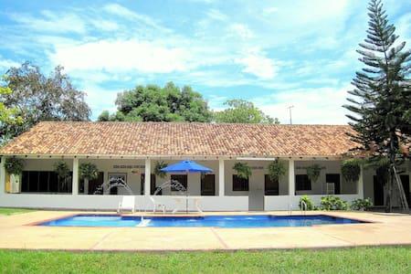 B&B Las Brisas Country side house ! - Guamo