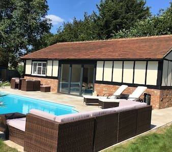 New luxurious 1 Bed Apartment in beautiful village - Wraysbury - Appartement