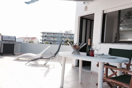 Private Room, Beach, Airport & City minutes away! - Faro - Wohnung
