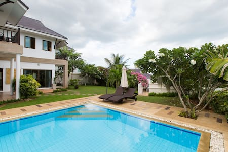 Beautiful Private Pool (12m) Villa with Big Garden - Hus
