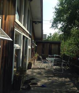 Zen 60s Mod Beach House - Maison