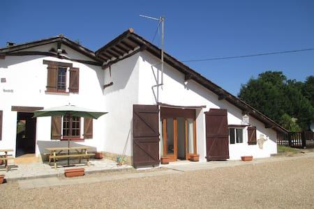 Lovely big farmhouse near Biarritz  - Saubrigues - Villa