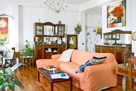Camera con vista VESUVIO (Bedroom) - Huoneisto
