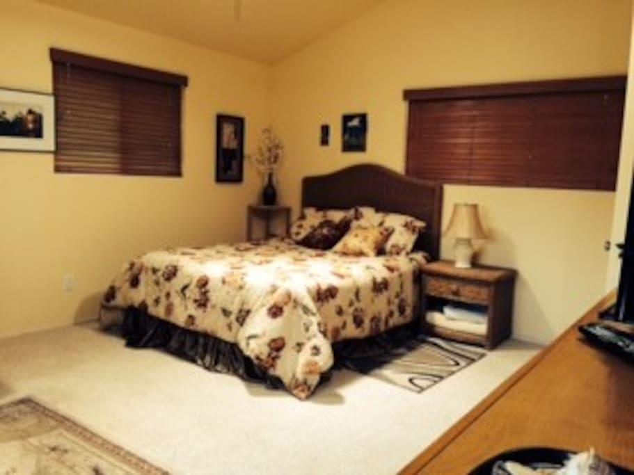 queen size bed spacious bedroom upstairs walk in closet