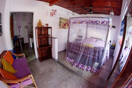 clean& cheap apt. centre galle fort