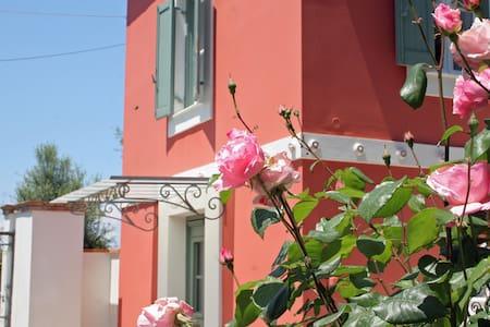 Luxury Historic Villa near the sea - Villa