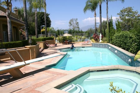 Private Studio with Resort Features - Laguna Hills - Hus
