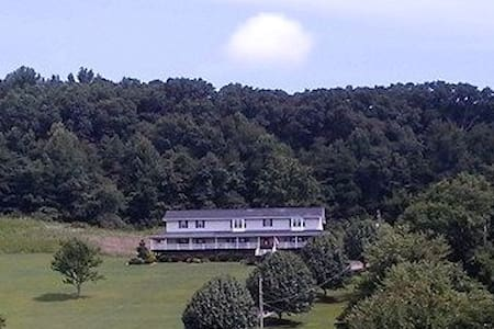 Beautiful Home with Mountain Views - Kingsport - Bed & Breakfast