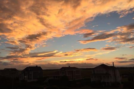 Wrightsville Beach Oceanfront Getaway - Apartmen